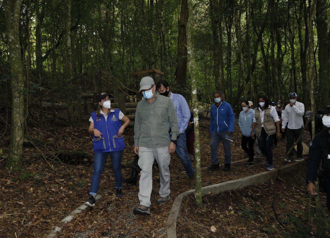 JOH realizó un recorrido por senderos de La Tigra para promocionar el «Feriado Morazánico»
