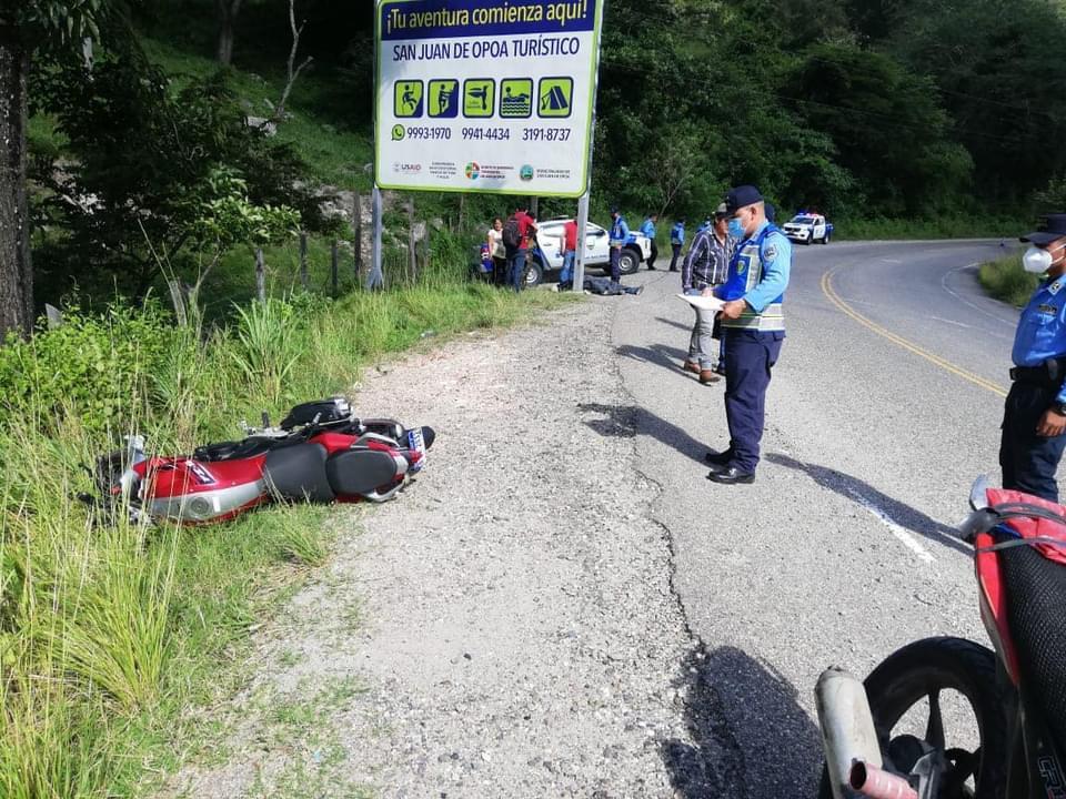Motociclista muere tras impactar contra rotulo en Lempira