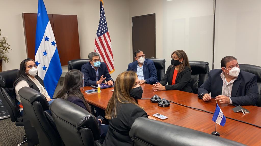 JOH instruye a consulados en EEUU dar a conocer los financiamientos que ofrece su Gobierno