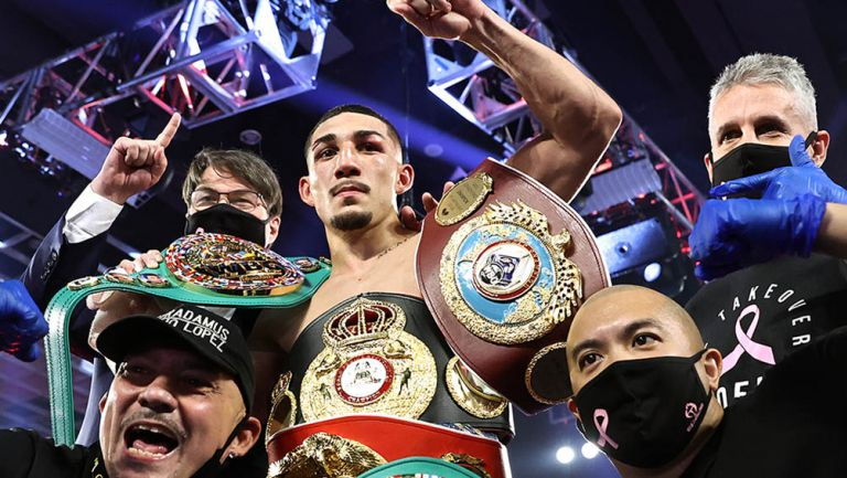 Teofimo López sorprende y se convierte en el nuevo campeón de peso ligero