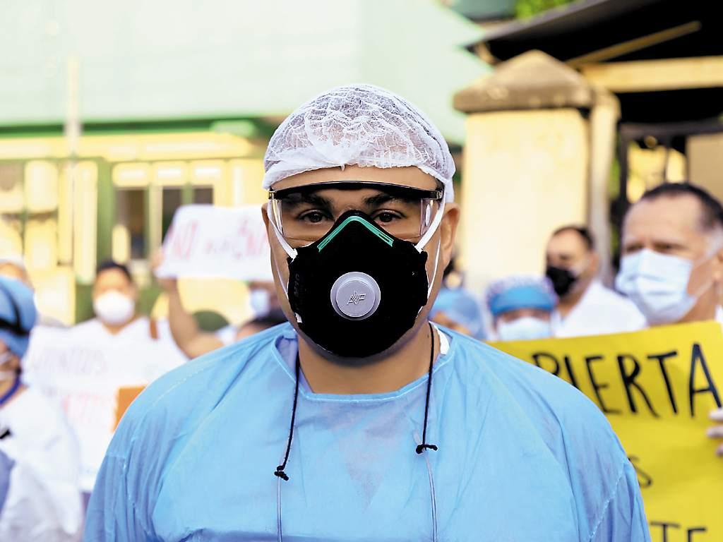Carlos Umaña: «Es una torpeza cerrar las salas covid para llevarse al personal médico y  habilitar el hospital móvil».
