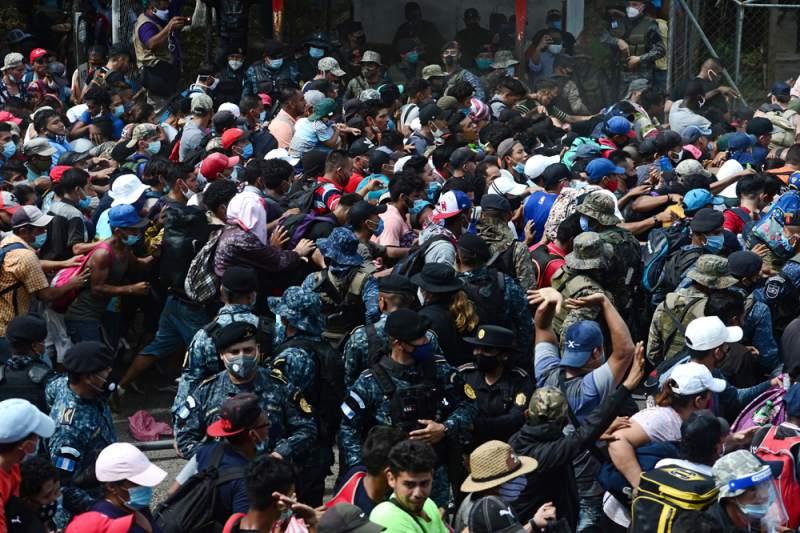 Guatemala monta operativos para detener a migrantes hondureños