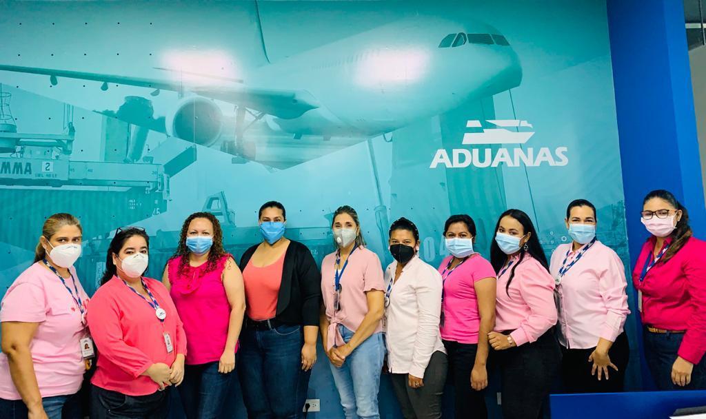 """Aduanas Honduras se une a la concientización y prevención a través de la capacitación """"El Cáncer de mama, examínate a tiempo"""""""