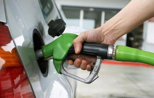 Combustibles tendrán una leve rebaja a partir del próximo lunes