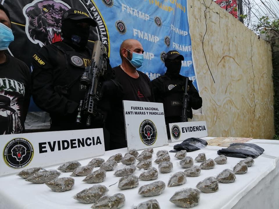 """En fuerte posesión de droga capturan a """"El Calvin"""" y """"Guasalo"""" en La Paz"""