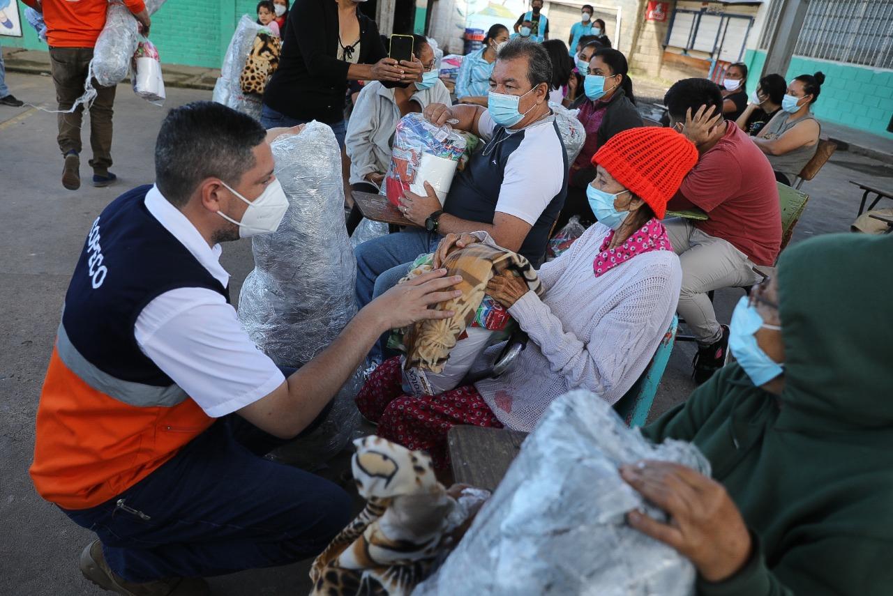 Entregan alimentos a damnificados en albergues de Tegucigalpa