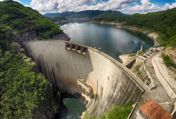 Represa «El Cajón» llega a su máximo nivel y se descartan descargas