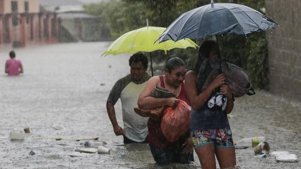 Se esperan 48 horas más de lluvia por La Depresión Tropical ETA