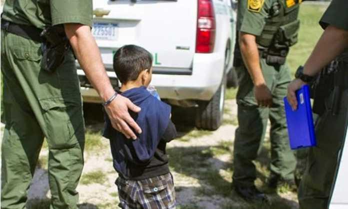 Un Juez federal prohíbe a la administración Trump deportar a menores detenidos en la frontera de EEUU
