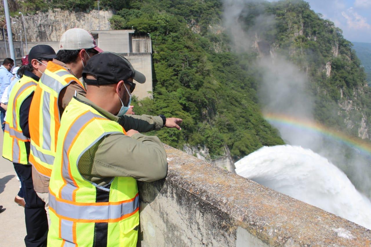 Tras descargas controladas «El Cajón» mitigara las crecidas e inundaciones que deje Iota en el Valle de Sula