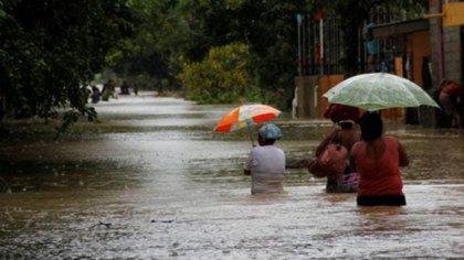 IOTA se degrada a tormenta tropical y provoca crecida de ríos y quebradas