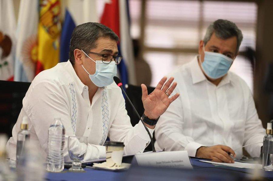 Presidente Hernández: «Iota es categoría 5, trae potencial de destrucción enorme y lo más importante es salvar la vida»
