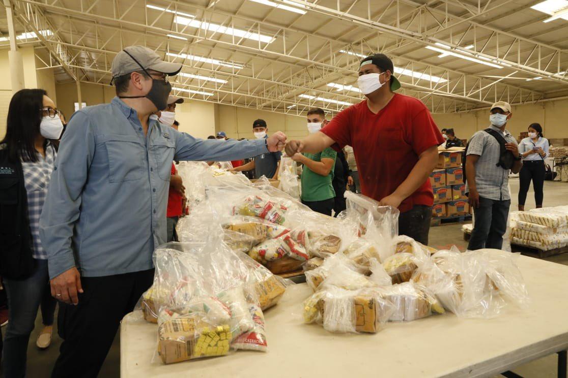 Presidente Hernández supervisó proceso de maquilado de 34,600 raciones de alimentos para el Valle de Sula