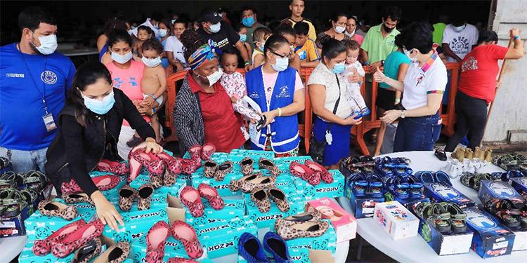 Más de 2.000 damnificados reciben zapatos en albergues de San Pedro Sula
