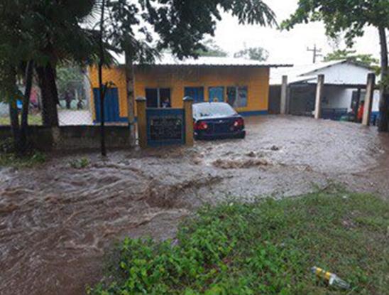 Unas mil familias de policías afectadas; equipo  e instalaciones dañados por inundaciones