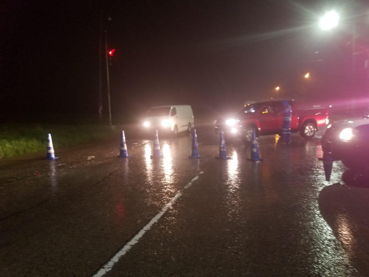 Policía cierra puentes sobre el bulevar del Este que conduce de SPS hacia El Progreso