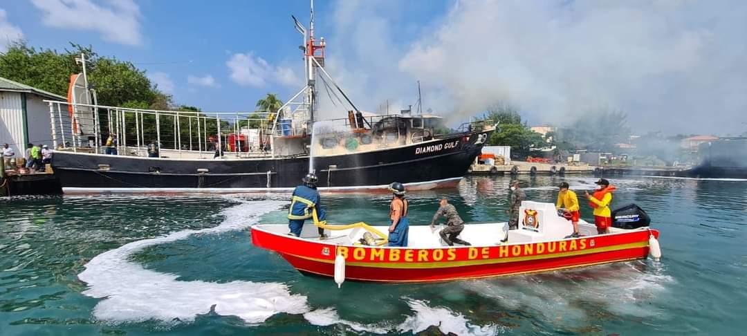 Dos muertos e igual número de heridos deja explosión de barco en Islas de la Bahía