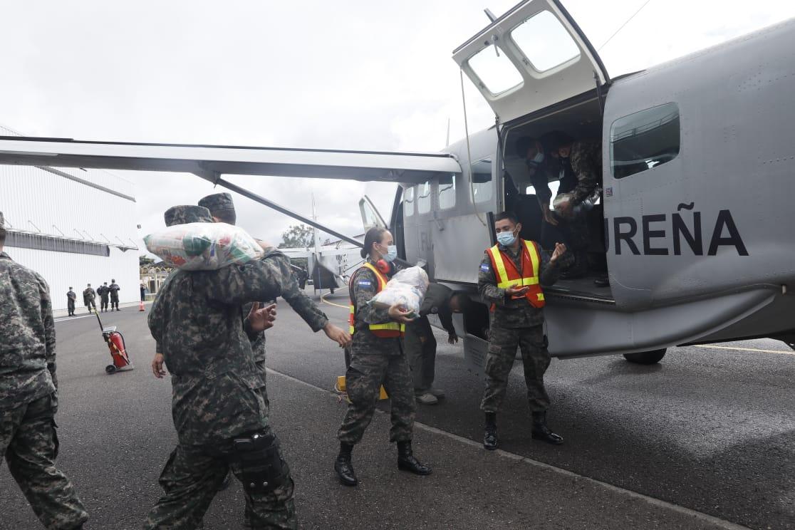 En dos aviones de FAH Gobierno envía alimentos a pobladores de La Mosquitia