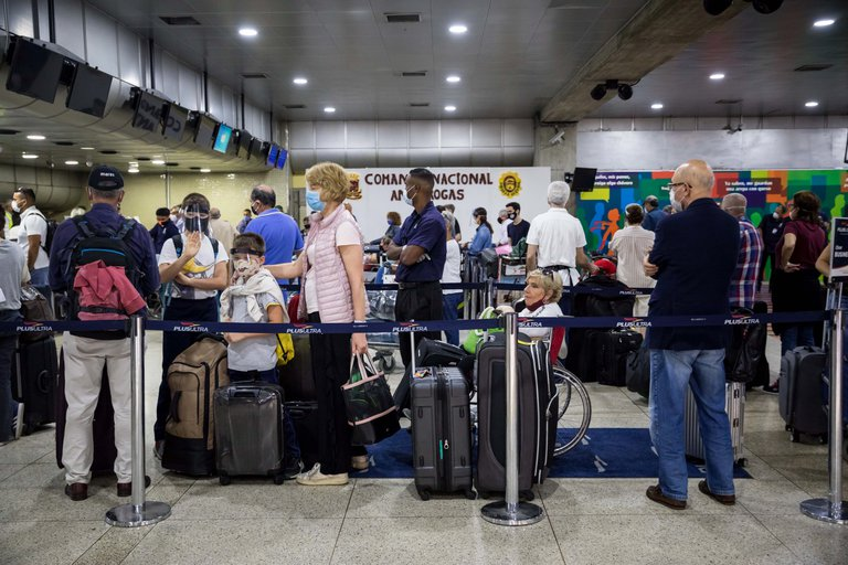 Ecuador y Venezuela coordinaron seis vuelos humanitarios de repatriación