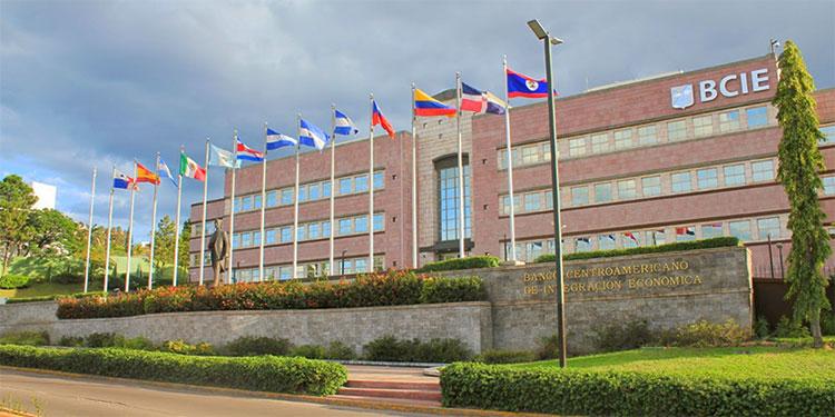 BCIE dona L12 millones a Honduras para atender a damnificados por Eta