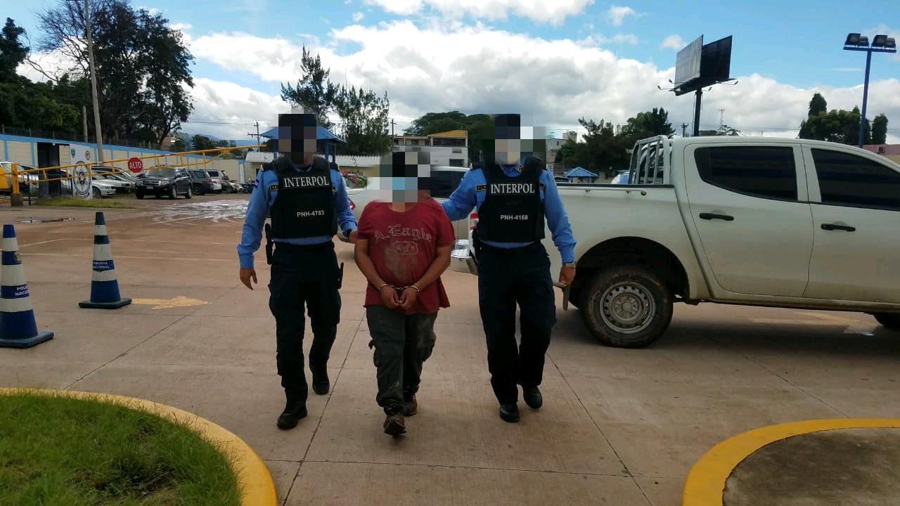 Supuesto integrante de la Mara MS-13 es capturado  en posesión de droga y arma de fuego en la col. Cerro Grande