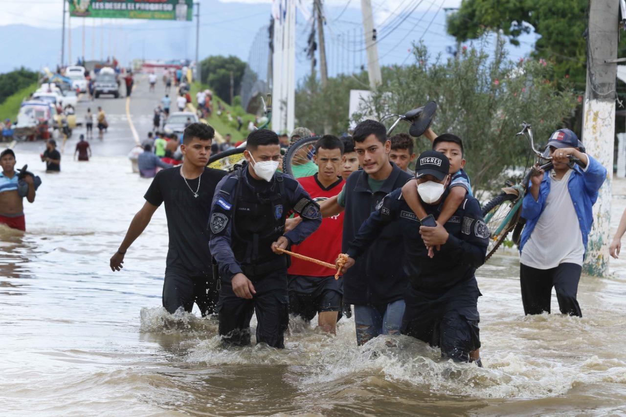 «Gracias al sacrificio de nuestros policías muchos hondureños han sido rescatados»: Jair Meza
