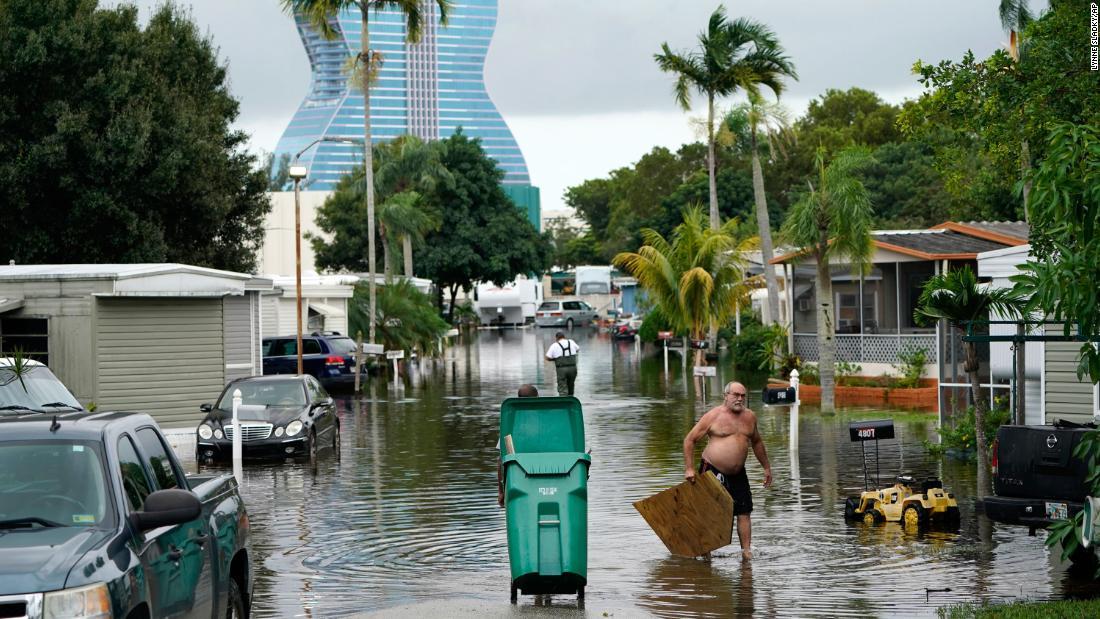 Eta vuelve a tocar tierra en la Florida