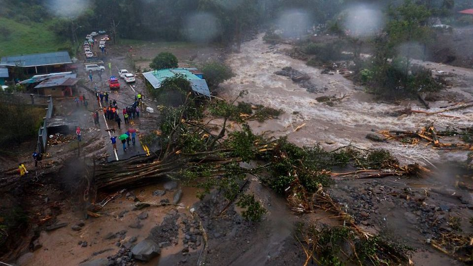 Al menos cinco muertos muertos y varios desaparecidos en Panamá tras paso de «Eta»