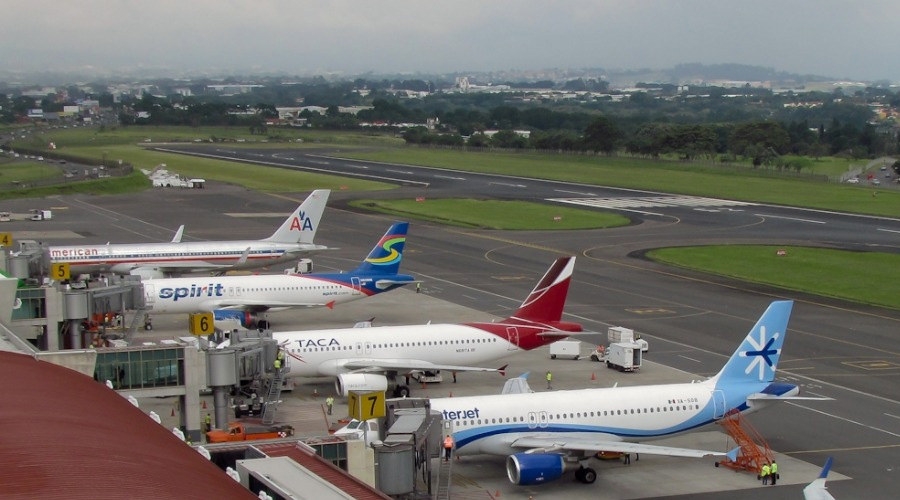 Aeropuerto Ramón Villeda Morales sigue fuera de servicio por inundaciones y fallas eléctricas