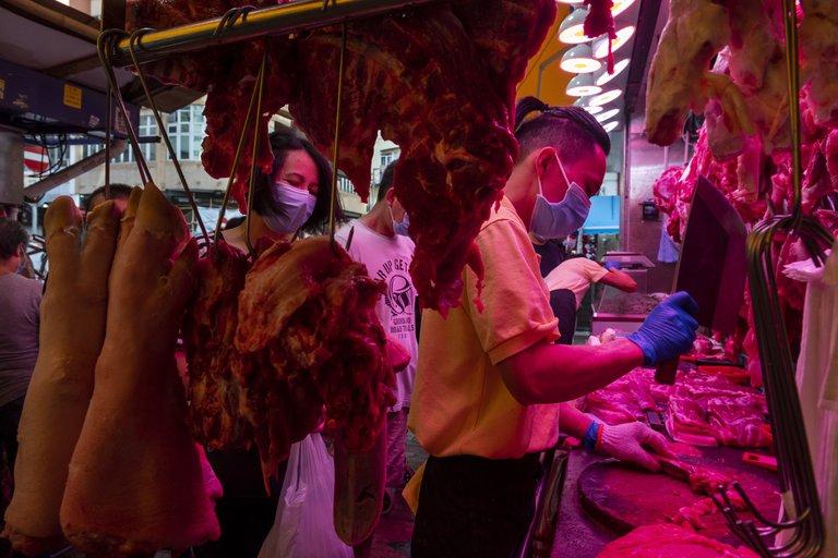Wuhan descubre Covid-19 en envases de carne importada de Brasil