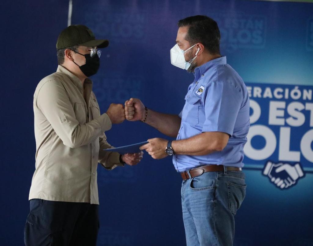 Presidente Hernández reconoce labor de empresarios y rescatistas durante emergencia en el Valle de Sula