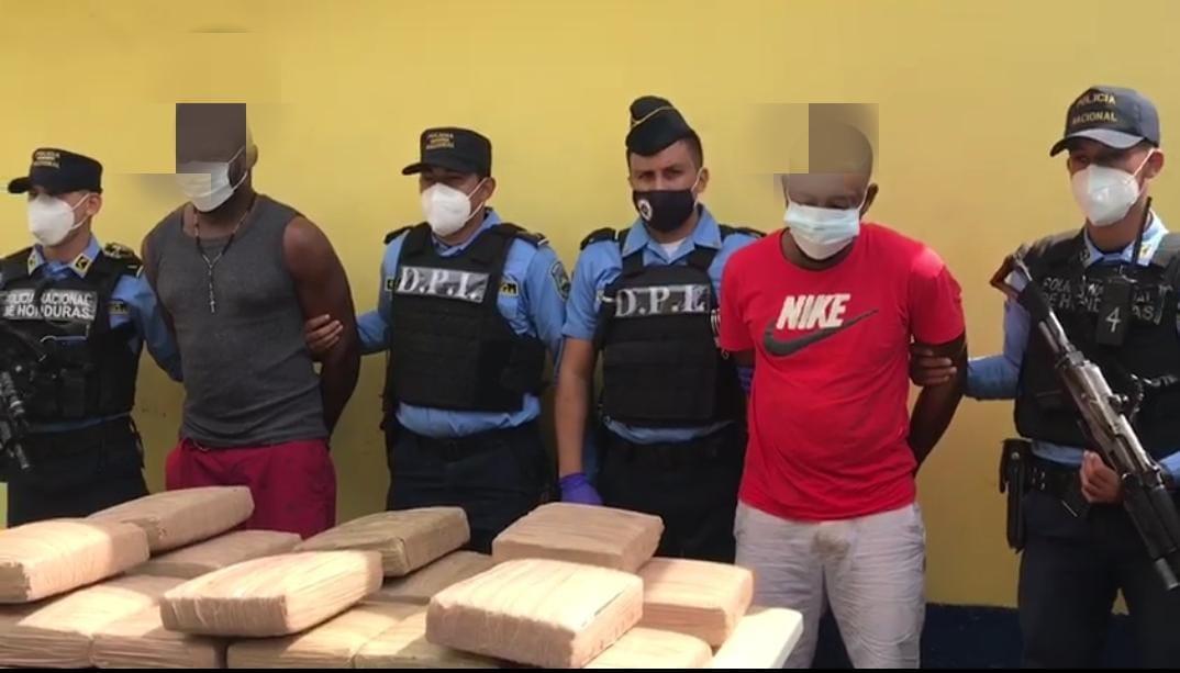 Con más de 450 mil LPS en Marihuana detienen a dos sujetos en el barrio La Laguna de Puerto Cortés