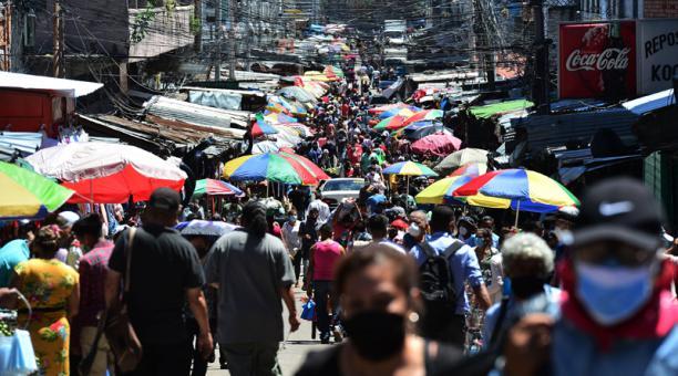 César Chirinos: «Transporte público y mercados son los mayores focos de infección del COVID-19»