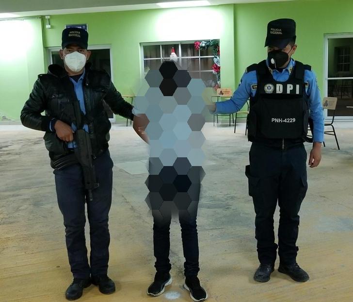 Capturan a menor de edad que asesino a punta de «machete» a su victima