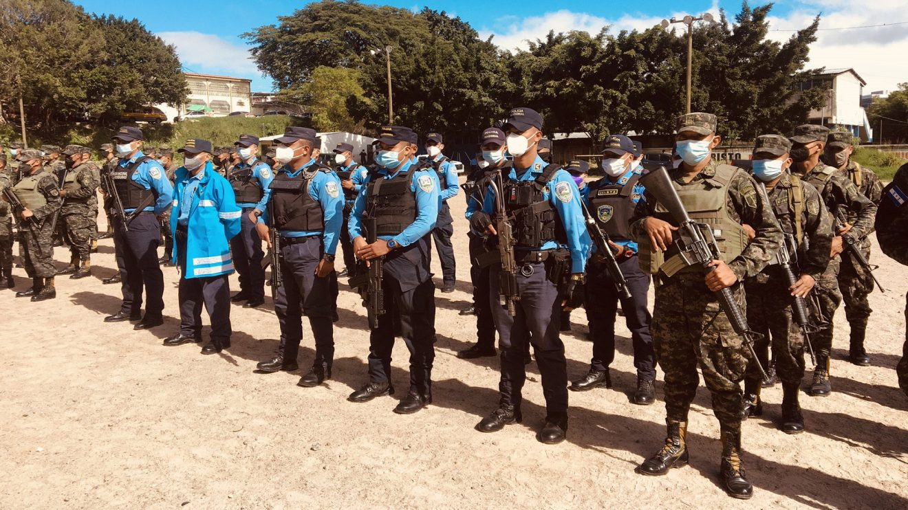 Agentes policiales redoblan esfuerzos para brindar una navidad segura