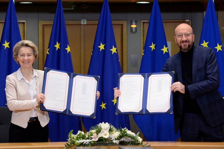 UE firmó los acuerdos que regularán su relación comercial con el Reino Unido tras el Brexit