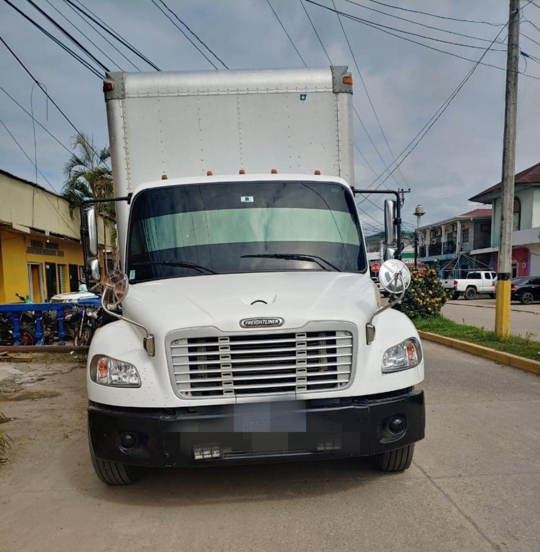 Policía recupera vehículo con mercadería robada y captura a sospechoso del hecho criminal