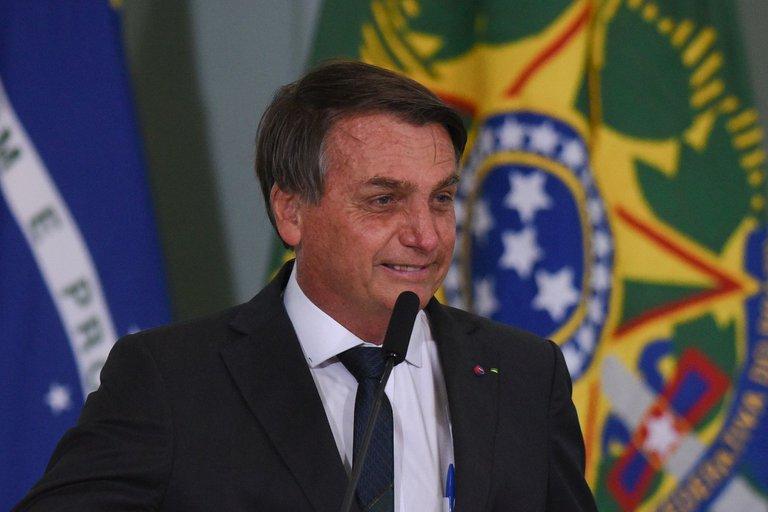 Acusan a Bolsonaro de sabotear esfuerzo anticovid en Brasil