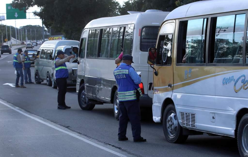 Por alterar el pasaje y recargar unidades:  Unos 50 conductores de transporte público han sido sancionados en los últimos días