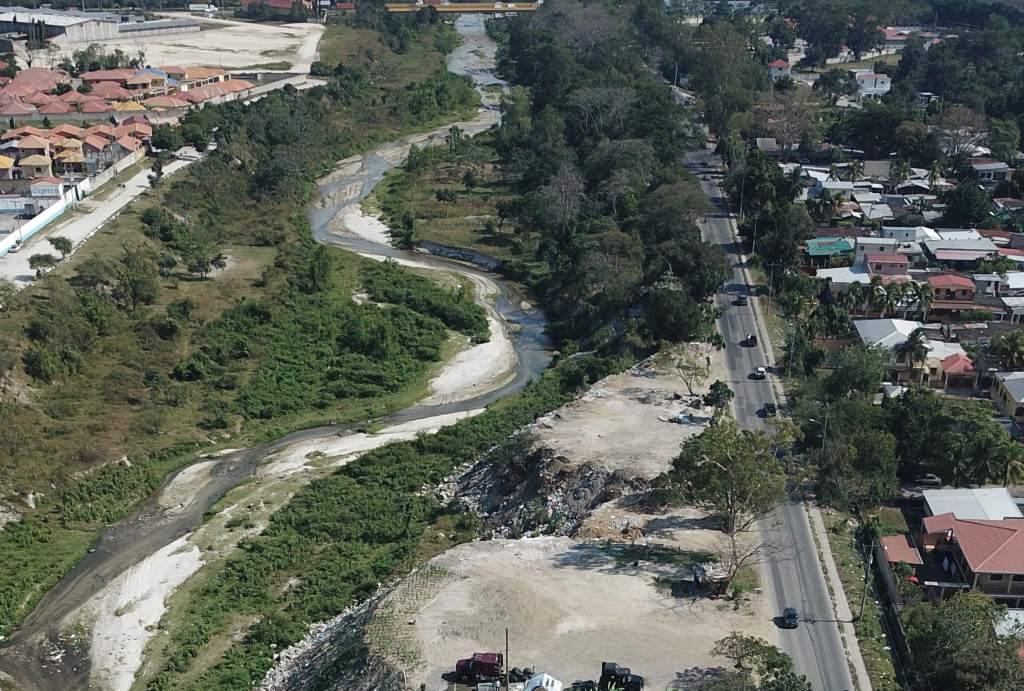 Reubican 51 familias que vivían en los bordos del Río Blanco