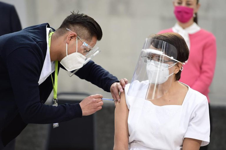 México comenzó a aplicar la vacuna de Pfizer contra el Coronavirus al personal de salud