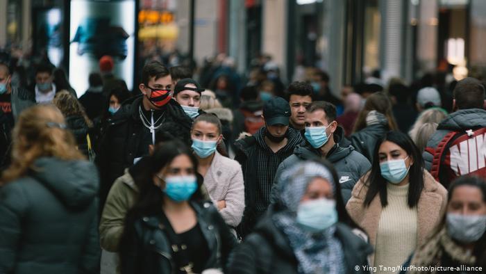 Contagios por COVID-19 superan los 83.4 millones en el mundo a inicio del 2021