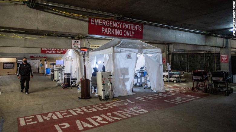 Algunos hospitales en EEUU ya están abrumados por fiestas navideñas