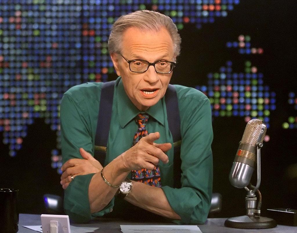 El presentador Larry King, fue hospitalizado por Covid-19