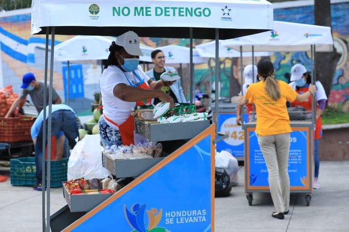Unas 40 beneficiarias de Ciudad Mujer reciben carritos para venta de productos
