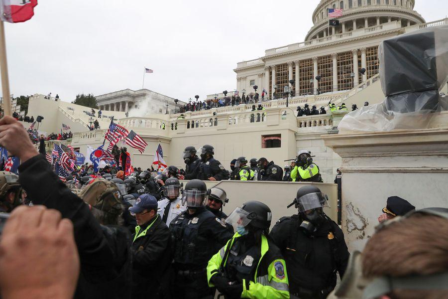 EEUU: Trasciende la muerte de mujer baleada al interior del Capitolio en medio de disturbios