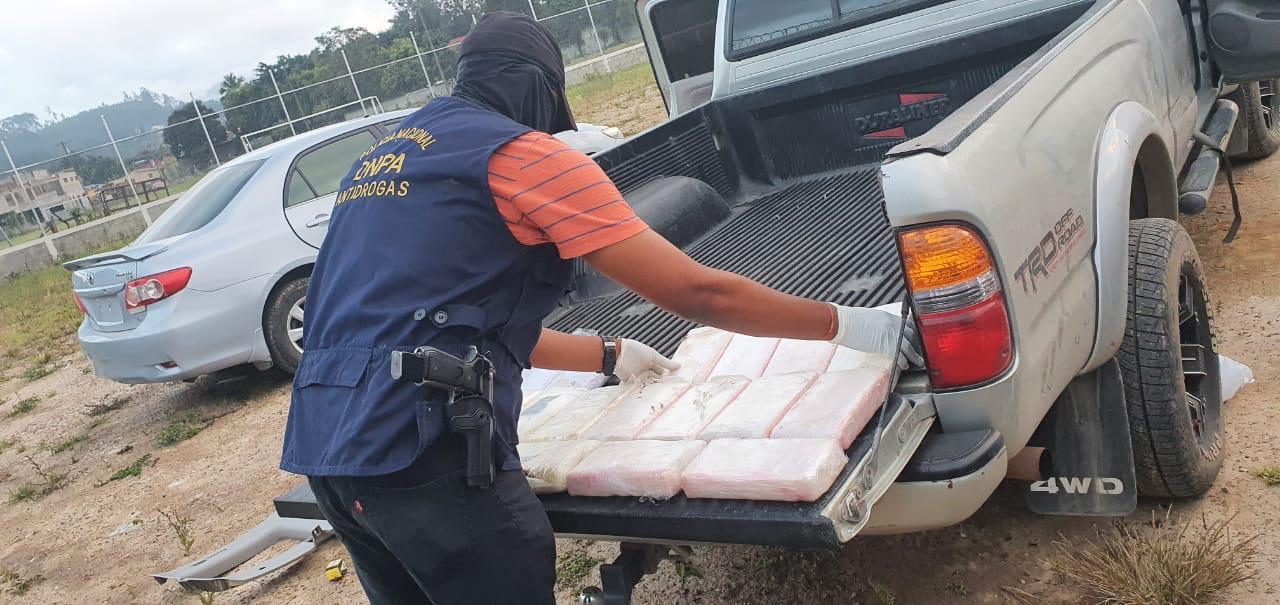 Encuentran alrededor de 21 kilos de cocaina escandidos en un vehículo en Comayagua