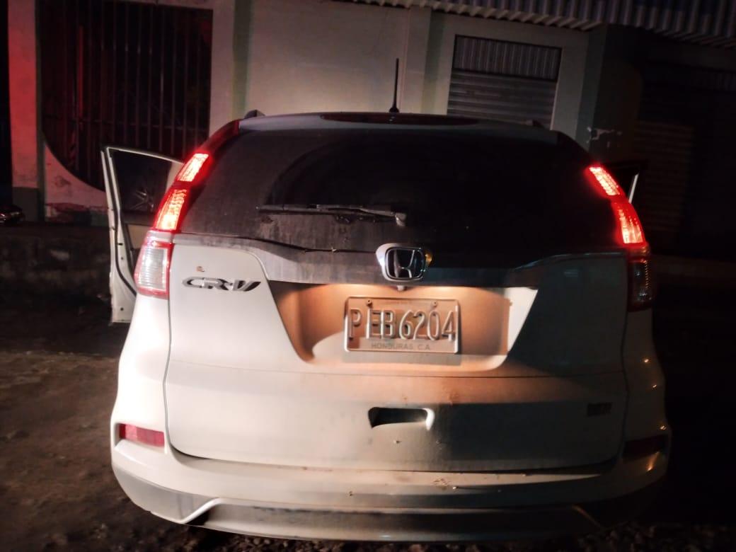 Policía recuperan tres vehículos con reporte de robo y detiene a dos sospechosos del ilícito en Cortés