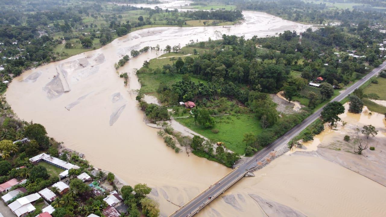 Frente frío provoca desbordamientos del río Tegucigalpita e inundaciones en Omoa Cortés