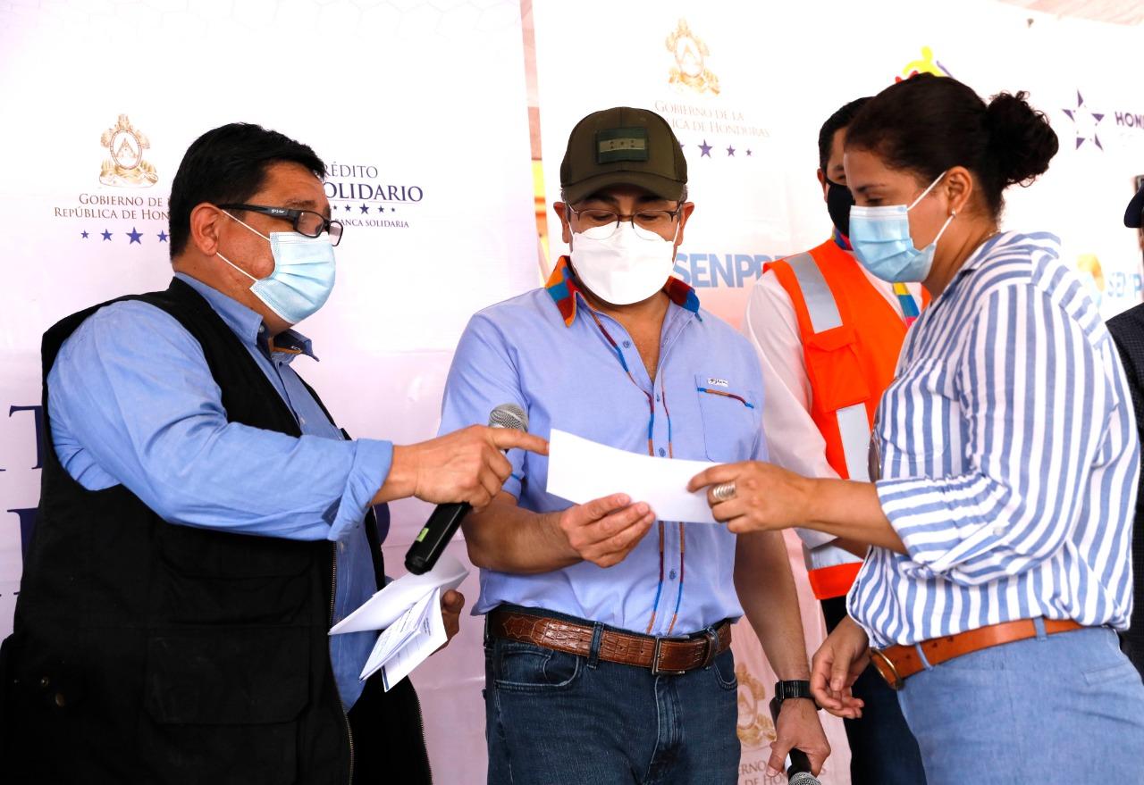 Crédito Solidario entrega más de 4,7 millones de lempiras a 246 emprendedores de 5 municipios